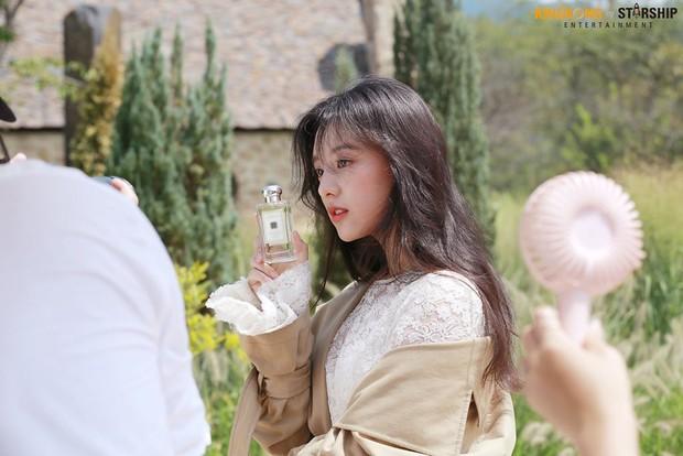 Náo loạn trước bộ ảnh hậu trường của mỹ nhân Hậu duệ mặt trời Kim Ji Won: Khi nhan sắc vượt cả chuẩn nữ thần - Ảnh 14.