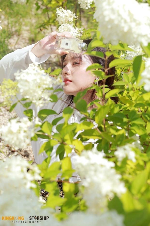 Náo loạn trước bộ ảnh hậu trường của mỹ nhân Hậu duệ mặt trời Kim Ji Won: Khi nhan sắc vượt cả chuẩn nữ thần - Ảnh 6.