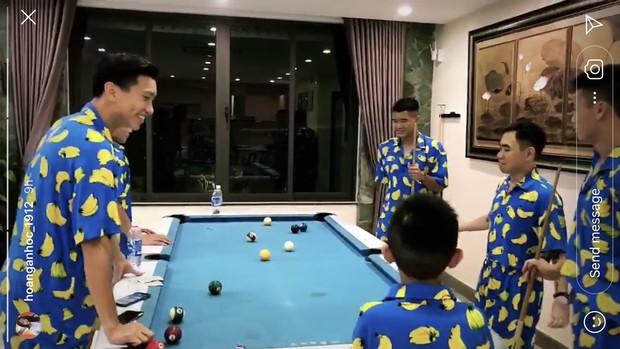 Bùi Tiến Dũng, Quang Hải, Hà Đức Chinh khoe ảnh nghỉ dưỡng sau giải đấu chất như Rich Kid mới nổi - Ảnh 3.