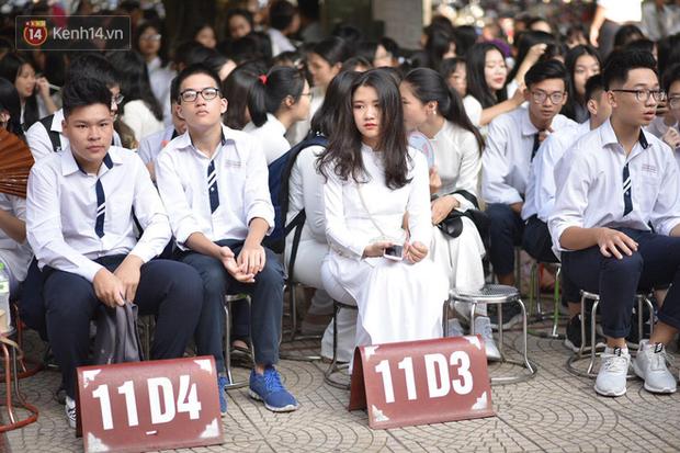 Tiết mục nhảy khai giảng dẻo đến mức con gái cũng phải ghen tỵ của nam sinh trường Trần Phú - Ảnh 6.