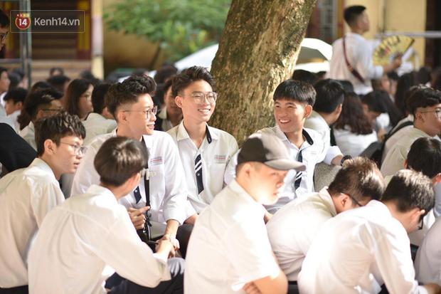 Tiết mục nhảy khai giảng dẻo đến mức con gái cũng phải ghen tỵ của nam sinh trường Trần Phú - Ảnh 5.