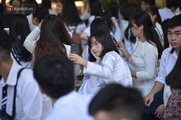 Tiết mục nhảy khai giảng dẻo đến mức con gái cũng phải ghen tỵ của nam sinh trường Trần Phú - Ảnh 3.