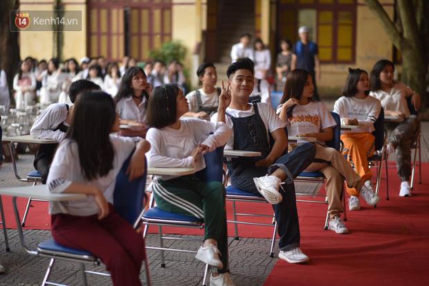 Tiết mục nhảy khai giảng dẻo đến mức con gái cũng phải ghen tỵ của nam sinh trường Trần Phú - Ảnh 4.