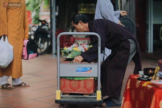 Gặp người đàn ông xây resort chó mèo kỳ lạ nhất Hà Nội: Tổ chức đám tang và thờ cúng cho hàng trăm mộ phần thú cưng xấu số - Ảnh 13.