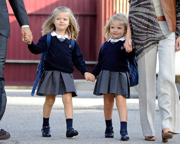 Loạt ảnh ngày đầu tiên đi học siêu đáng yêu của các công chúa, hoàng tử nhí trên thế giới - Ảnh 15.