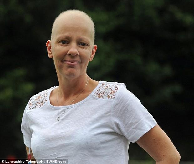 Người phụ nữ 43 tuổi phát hiện ra mình mắc bệnh ung thư vú sau khi giảm 15kg trong 5 tuần - Ảnh 3.