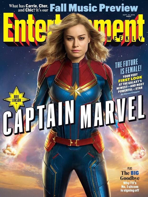 Tung tạo hình kín cổng cao tường gần sát nguyên mẫu, Captain Marvel bị chê kém sexy - Ảnh 1.
