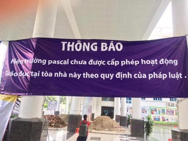 Vụ trường học bị đổ gạch, cát ở Hà Nội: Tình hình tồi tệ hơn sau khi Sở GDĐT vào cuộc - Ảnh 4.