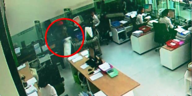 Nhận dạng 2 tên cướp ngân hàng ở Khánh Hòa - Ảnh 4.