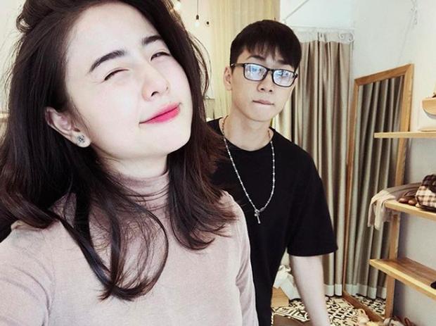 Selfie vội cùng chồng, vậy mà Nam Thương vẫn khiến cả ngàn người rớt tim vì quá xinh - Ảnh 1.