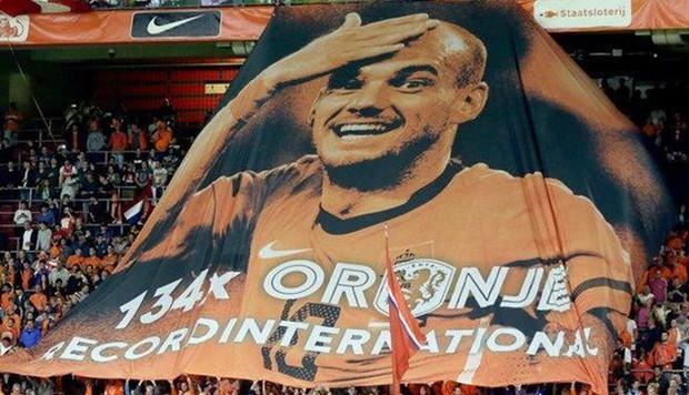 Huyền thoại bóng đá Hà Lan được tri ân theo cách hy hữu - Ảnh 1.