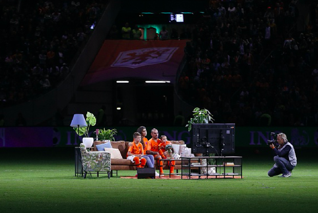 Huyền thoại bóng đá Hà Lan được tri ân theo cách hy hữu - Ảnh 6.
