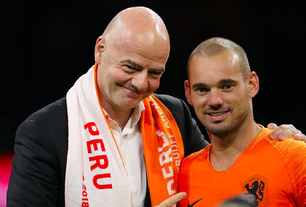 Huyền thoại bóng đá Hà Lan được tri ân theo cách hy hữu - Ảnh 4.