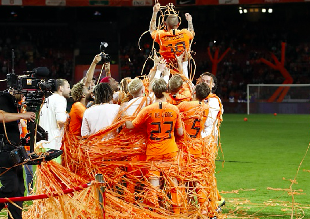 Huyền thoại bóng đá Hà Lan được tri ân theo cách hy hữu - Ảnh 2.