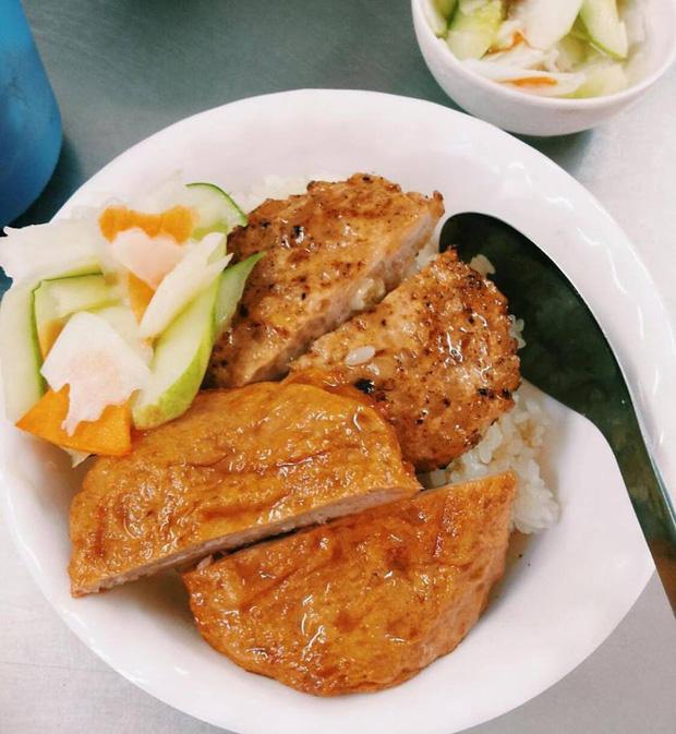 Thời tiết Hà Nội đang chuyển lạnh, dắt nhau đi ăn một loạt món xôi nóng hổi bán đêm muộn thì thích phải biết - Ảnh 4.