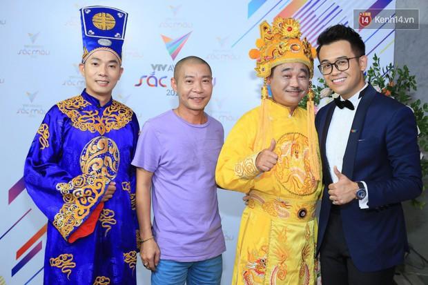 Thảm đỏ VTV Awards 2018: Dàn sao Việt lộng lẫy hội ngộ, Nhã Phương liên tục tạo dáng dùng tay che vòng 2 - Ảnh 15.