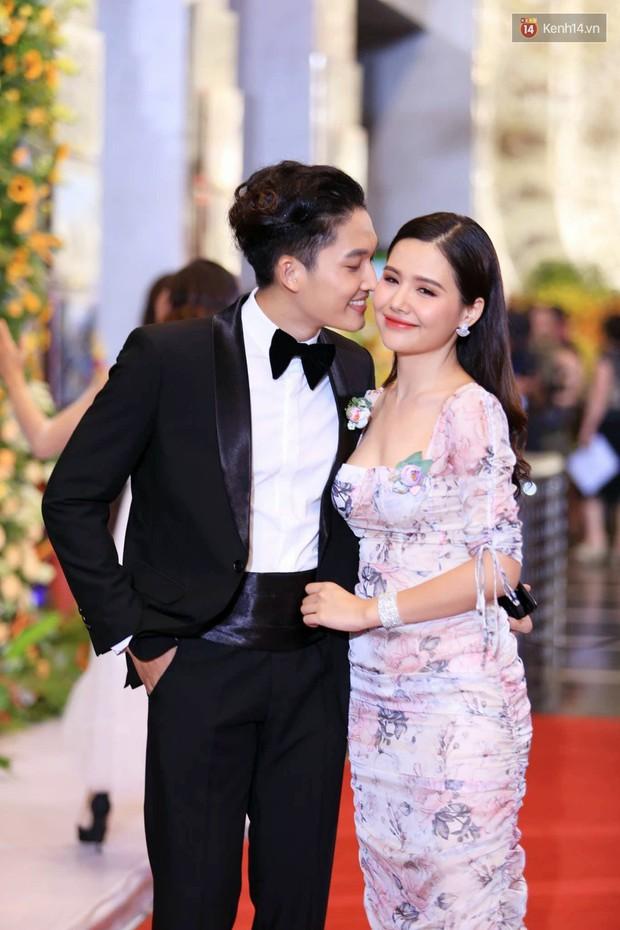 Thảm đỏ VTV Awards 2018: Dàn sao Việt lộng lẫy hội ngộ, Nhã Phương liên tục tạo dáng dùng tay che vòng 2 - Ảnh 10.