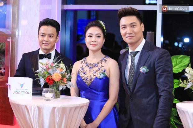 Thảm đỏ VTV Awards 2018: Dàn sao Việt lộng lẫy hội ngộ, Nhã Phương liên tục tạo dáng dùng tay che vòng 2 - Ảnh 4.