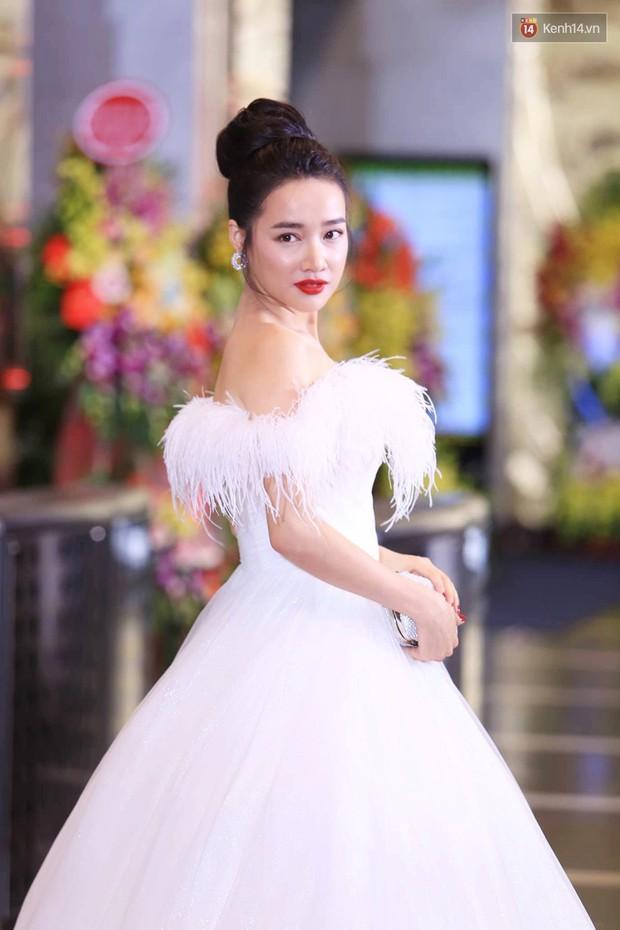Thảm đỏ VTV Awards 2018: Dàn sao Việt lộng lẫy hội ngộ, Nhã Phương liên tục tạo dáng dùng tay che vòng 2 - Ảnh 2.