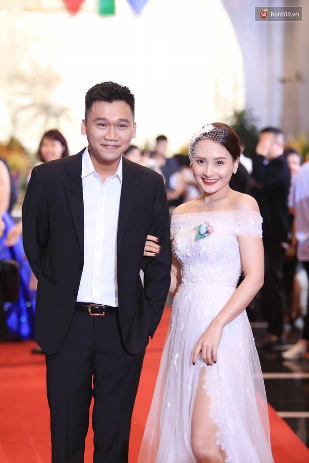 Thảm đỏ VTV Awards 2018: Dàn sao Việt lộng lẫy hội ngộ, Nhã Phương liên tục tạo dáng dùng tay che vòng 2 - Ảnh 7.