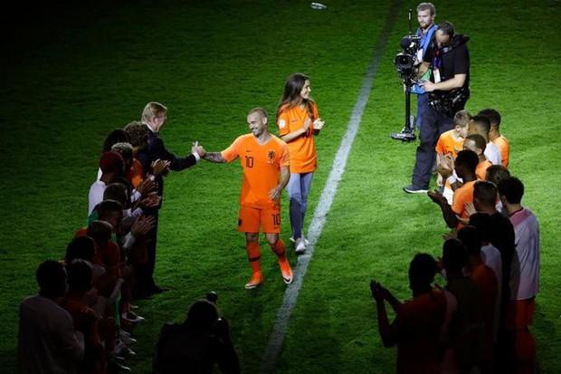 Huyền thoại bóng đá Hà Lan được tri ân theo cách hy hữu - Ảnh 5.