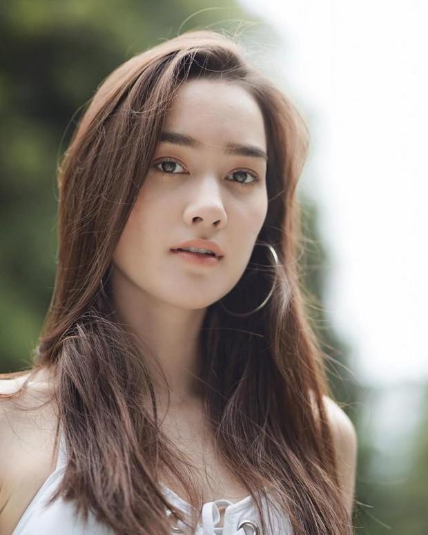 Top mỹ nhân 9X Thái Lan được nhiều người theo đuôi nhất, bất ngờ đứng đầu là người đẹp nhà YG - Ảnh 1.