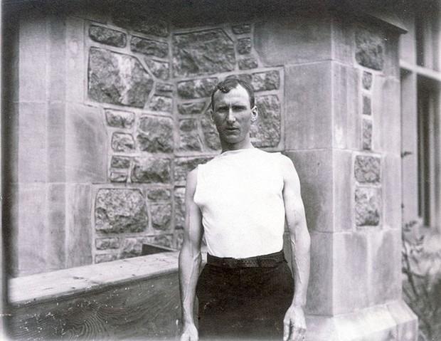 Không cho VĐV uống nước, bắt nuốt thuốc chuột thay doping và những bí mật động trời tại marathon Olympic 1904 - Ảnh 11.