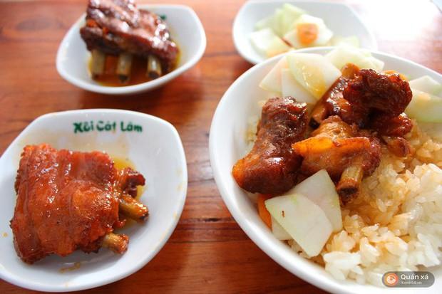Thời tiết Hà Nội đang chuyển lạnh, dắt nhau đi ăn một loạt món xôi nóng hổi bán đêm muộn thì thích phải biết - Ảnh 2.