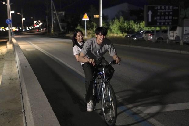 Khóc cười với tình đầu vừa đáng yêu vừa đáng tiếc của Park Bo Young trong Ngày Em Đẹp Nhất - Ảnh 2.