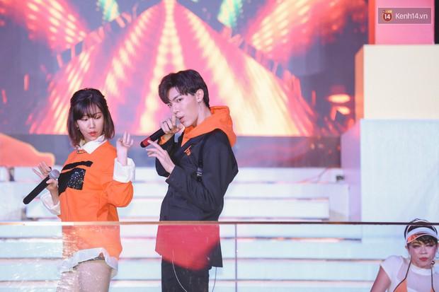 Min, Erik tái hiện màn song ca đình đám, đốt cháy đêm tiệc Orange Party của Shopee - Ảnh 4.