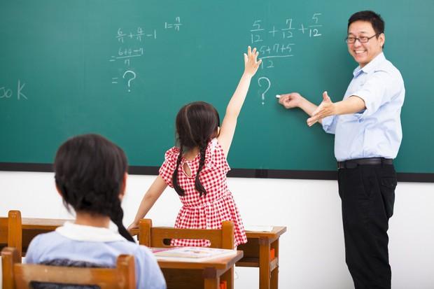 Từ việc giáo viên Trung Quốc bị chỉ trích vì bắt học sinh đếm 100 triệu hạt gạo: Người lớn áp đặt tư tưởng của mình vào con trẻ để làm gì? - Ảnh 3.