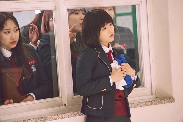 Có 7 mỹ nhân Hàn thuộc hàng U30, U40 nhưng mặc đồng phục học sinh vẫn không bị lố - Ảnh 2.