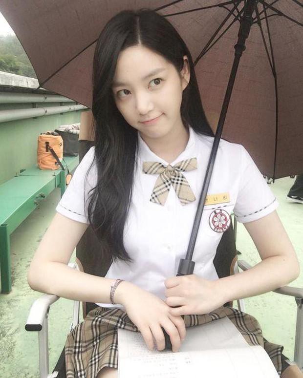 Có 7 mỹ nhân Hàn thuộc hàng U30, U40 nhưng mặc đồng phục học sinh vẫn không bị lố - Ảnh 6.