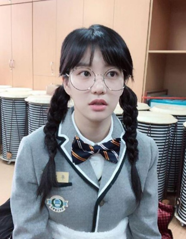 Có 7 mỹ nhân Hàn thuộc hàng U30, U40 nhưng mặc đồng phục học sinh vẫn không bị lố - Ảnh 7.