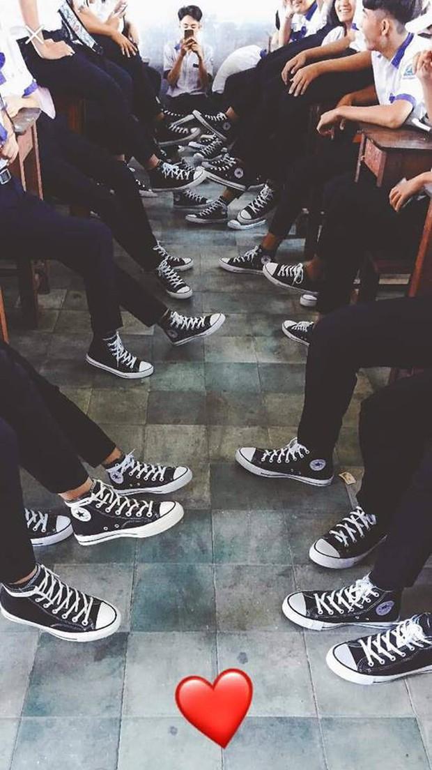 Lại thêm 1 lớp học khoe toàn giày hiệu siêu chất khiến dân mạng trầm trồ ghen tỵ - Ảnh 2.