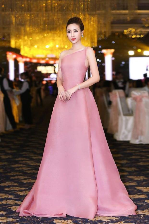 Kỳ phùng địch thủ là khi Phạm Hương và Đỗ Mỹ Linh đều chung ý tưởng diện mẫu đầm này - Ảnh 1.