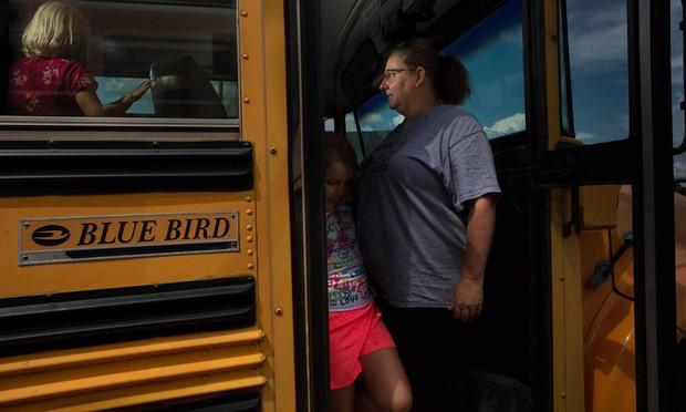 Đồng lương bèo bọt từ 900 triệu cho đến hơn 1 tỷ đồng/năm, giáo viên Mỹ phải làm đủ nghề từ lái xe buýt, vớt hàu... để kiếm sống - Ảnh 8.