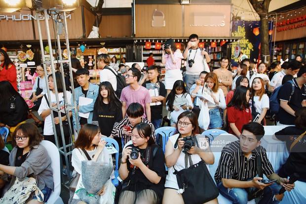 Fansign đầu tiên của Uni5 kỉ niệm 2 năm debut: Hơn 300 fan liên tục đứng ngồi không yên vì bị 6 thành viên thả thính không ngớt - Ảnh 1.