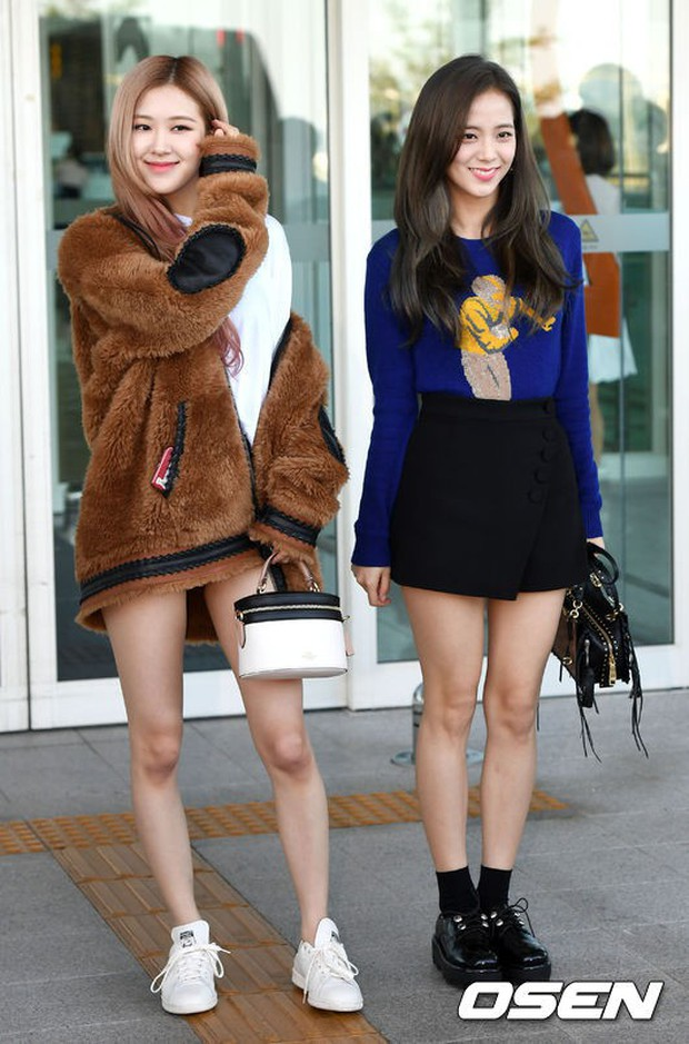 Màn đọ sắc khủng nhất tại sân bay: Black Pink đẹp miễn chê, Hani khoe body thần thánh bên EXID, Lee Jong Suk - Ảnh 2.