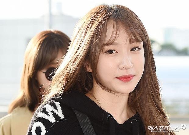 Màn đọ sắc khủng nhất tại sân bay: Black Pink đẹp miễn chê, Hani khoe body thần thánh bên EXID, Lee Jong Suk - Ảnh 17.