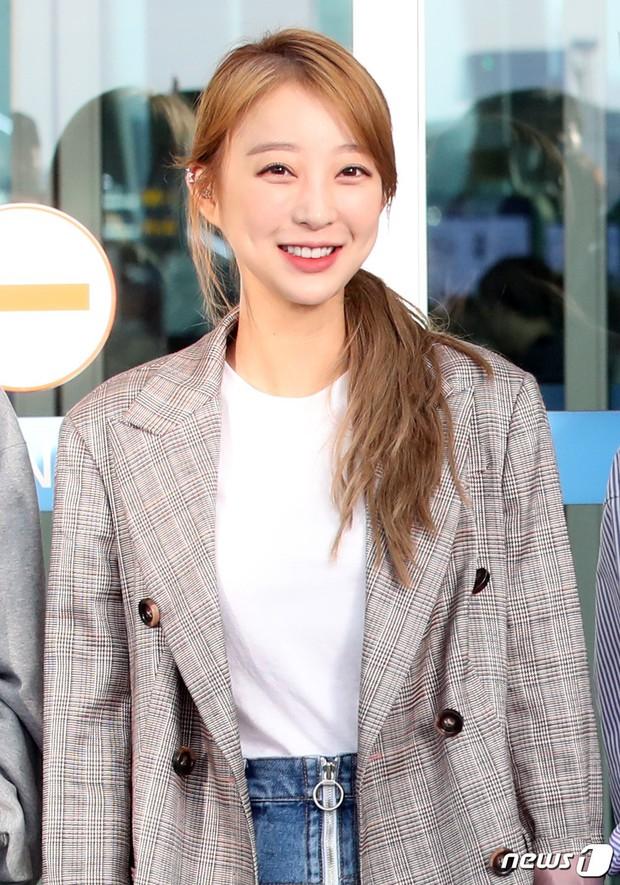 Màn đọ sắc khủng nhất tại sân bay: Black Pink đẹp miễn chê, Hani khoe body thần thánh bên EXID, Lee Jong Suk - Ảnh 21.