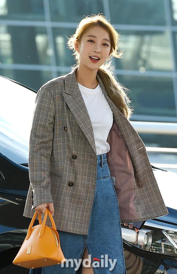 Màn đọ sắc khủng nhất tại sân bay: Black Pink đẹp miễn chê, Hani khoe body thần thánh bên EXID, Lee Jong Suk - Ảnh 20.