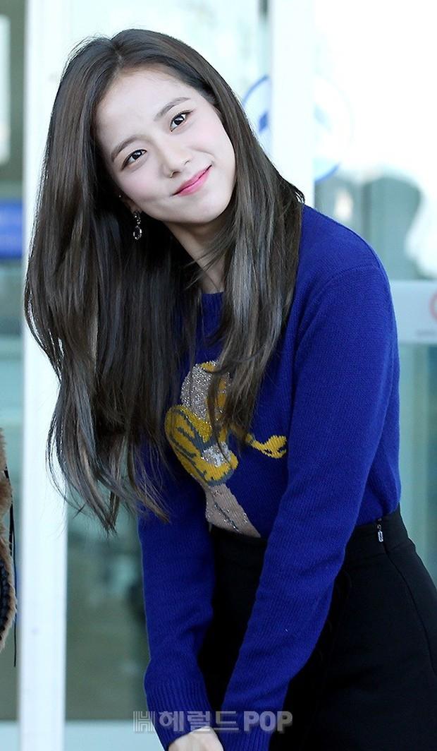 Màn đọ sắc khủng nhất tại sân bay: Black Pink đẹp miễn chê, Hani khoe body thần thánh bên EXID, Lee Jong Suk - Ảnh 6.