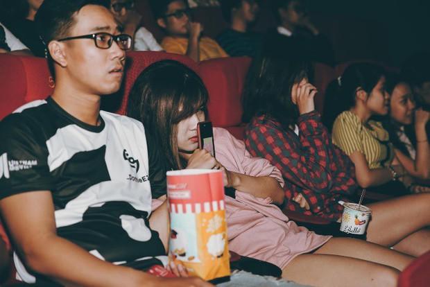 Đến gần Ác Quỷ Ma Sơ thêm chút nữa tại rạp chiếu 3 màn hình ScreenX - Ảnh 2.