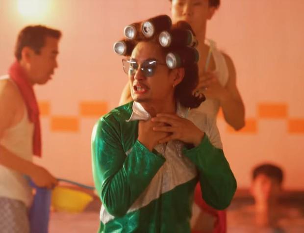 """Mang kiểu tóc dị hợm lên sân khấu, nam ca sĩ nhận biệt danh """"hậu duệ TaeYang"""", """"đối thủ của HeeChul"""" - Ảnh 3."""