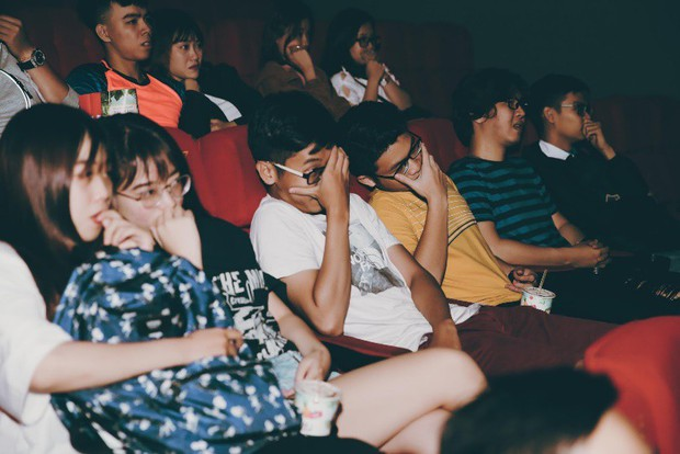 Đến gần Ác Quỷ Ma Sơ thêm chút nữa tại rạp chiếu 3 màn hình ScreenX - Ảnh 3.