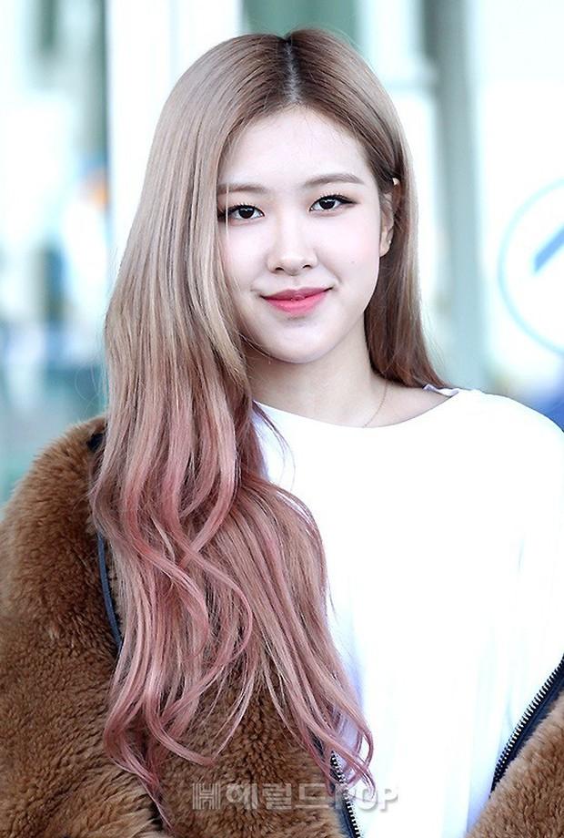 Màn đọ sắc khủng nhất tại sân bay: Black Pink đẹp miễn chê, Hani khoe body thần thánh bên EXID, Lee Jong Suk - Ảnh 10.