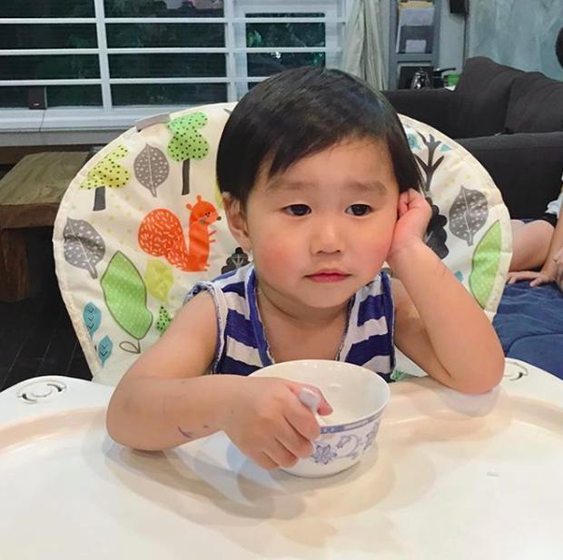 Tan chảy trước loạt biểu cảm cưng không chịu được của Xoài - em bé hot nhất Instagram Việt - Ảnh 40.