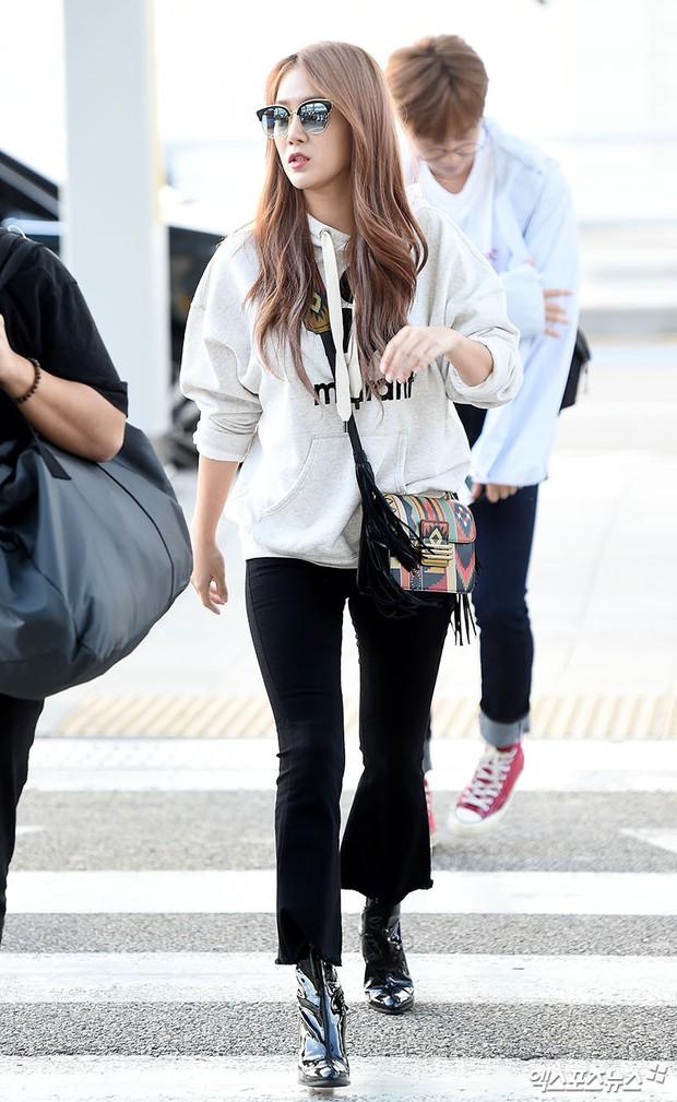 Màn đọ sắc khủng nhất tại sân bay: Black Pink đẹp miễn chê, Hani khoe body thần thánh bên EXID, Lee Jong Suk - Ảnh 26.