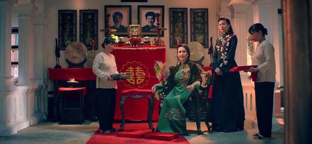 Năm 2017, nhờ phim Việt mà áo dài lên ngôi, được giới trẻ diện nhiều không thua kém các hot trend thời thượng - Ảnh 2.